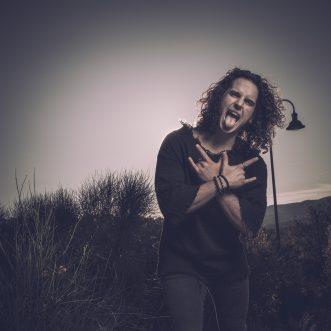 """Guglielmo Fineschi ci parla del processo creativo del suo ultimo brano """"A piedi scalzi"""""""