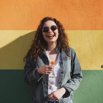 """""""Come Piume"""", il nuovo singolo di Gabe apre le porte all'estate con un tocco di consapevolezza"""