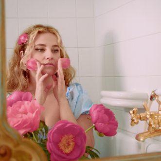 """""""Al mare da te"""" è il titolo del singolo d'esordio di Lucrezia"""